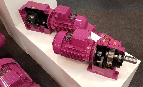Цилиндрические соосные мотор-редукторы на лапах в компактном исполнении MR